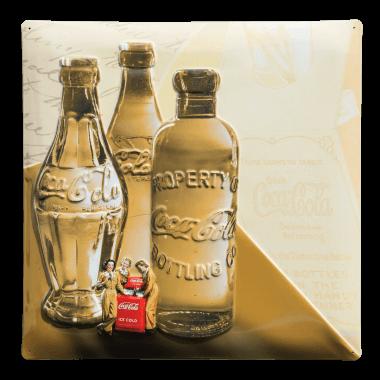 Serie von drei nostalgischen Blechschildern für Coca-Cola mit sehr detaillierten Prägungen, Schild 1