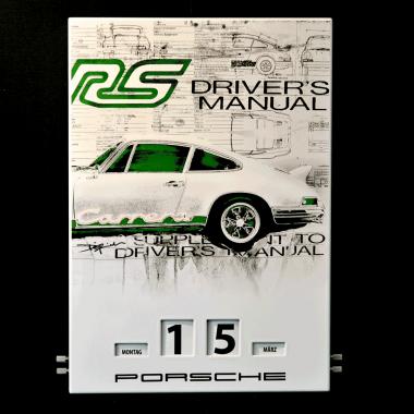 Emaillekalender Porsche RS 2.7, limitiert und nummeriert, nur bei Porsche erhältlich: <a href=http://shop1.porsche.com/germany/books/calendar/wap0920020f/emaille-kalender-porsche-911-turbo-limited-edition.pdds>Porsche Driver's Selection</a>