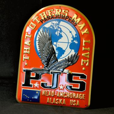 Blechschild Parajumpers mit metallischem Effekt, weltweiter Einsatz als Werbemittel am POS