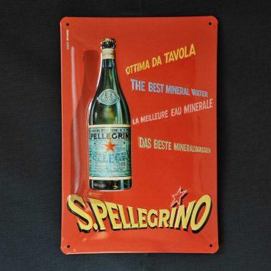 Geprägtes Blechschild San Pellegrino im Format 20 cm x 30 cm Motiv aus den 6oern.