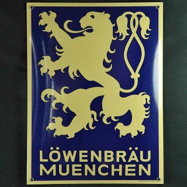 Klassisches Emailleschild Löwenbräu im Format 30 cm x 40 cm
