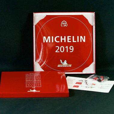 Emailschild-Michelin-Packung Packaging Emailleschild Michelin, Lieferung mit Schrauben, farblich passenden Abdeckkappen sowie Anleitung